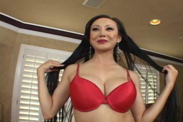 Aziatische met mollige liefdesballonnen op porno auditie