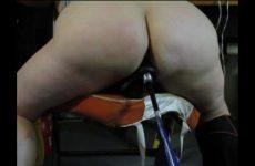 Een neukmachine voor zijn gezette slaafje